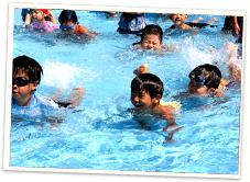 プール保育